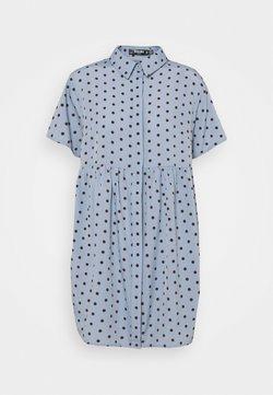 Missguided Petite - SHIRT SMOCK DRESS POLKA - Blusenkleid - blue