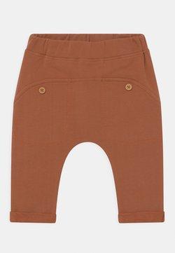 Hust & Claire - GO UNISEX - Pantalones - ochre