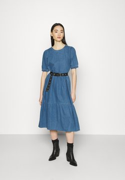 Noisy May - NMSESSI DRESS - Maxiklänning - medium blue denim