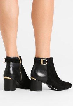 Calvin Klein - FIFI - Korte laarzen - black