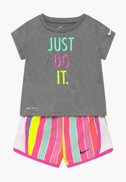 Nike Sportswear - STRIPE TEMPO SET - Short - fire pink