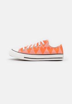 Converse - CHUCK TAYLOR ALL STAR - Sneakers - pink quartz/magma orange/vintage white