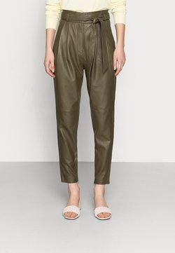 Copenhagen Muse - ROYAL ANKLE - Pantalon en cuir - dark olive