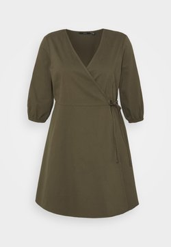 Vero Moda Curve - VMHENNA 3/4 WRAP SHORT DRESS - Jeanskleid - ivy green