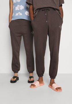 Jack & Jones - JJITOBIAS PANTS UNISEX - Jogginghose - seal brown