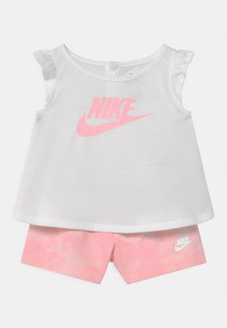 Nike Sportswear - MAGIC CLUB SET - T-shirt imprimé - arctic punch