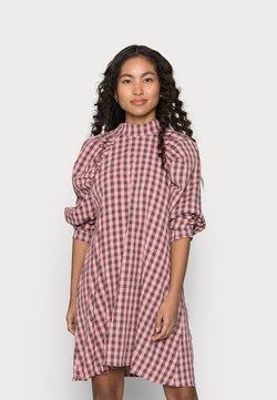 Missguided Petite - CHECK HIGH NECK DRESS - Freizeitkleid - pink