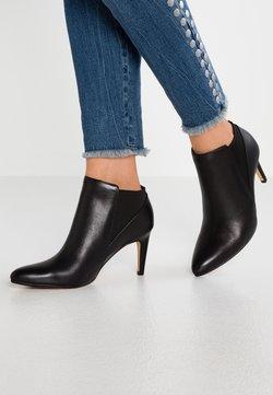 Clarks - LAINA VIOLET - Ankelstøvler - black