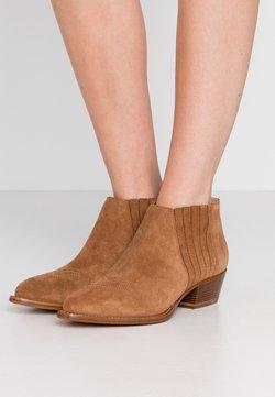 HUGO - ISABEL - Ankle Boot - cognac