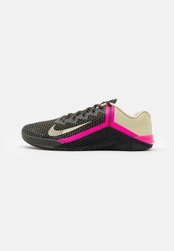 Nike Performance - METCON 6 UNISEX - Sportschoenen - newsprint/veranda/pink blast/veranda