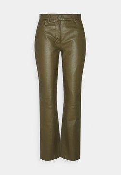STUDIO ID - GRETA TROUSERS - Leather trousers - olive