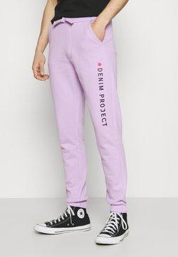 Denim Project - LOGO PANT - Jogginghose - pastel lilac