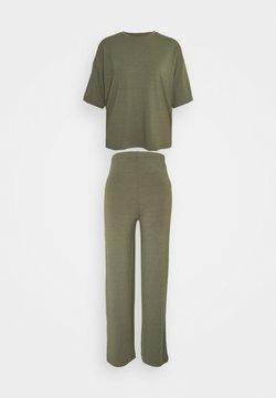 Missguided Petite - WIDE LEG SET - Pantalones - khaki