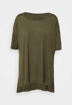 Nike Performance - YOGA LAYER PLUS - Camiseta básica - cargo khaki/medium olive