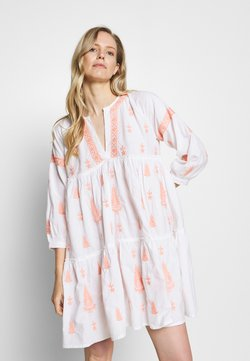 By Malina - MIMI DRESS - Korte jurk - peach blush