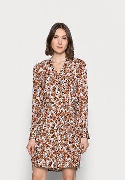 PIECES Tall - PCFRIDINEN DRESS - Blusenkleid - mocha bisque