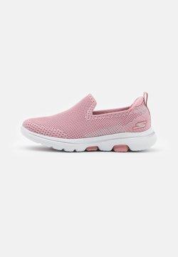 Skechers Performance - GO WALK 5 CLEARLY COMFY UNISEX - Obuwie do biegania Turystyka - light pink