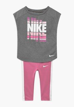Nike Sportswear - SET - Legging - magic flamingo
