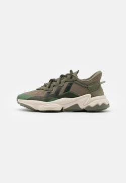 adidas Originals - OZWEEGO SPORTS INSPIRED SHOES UNISEX - Sneakers laag - legend green/core brown/night cargo