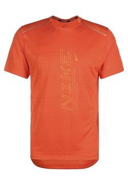 Nike Performance - MILER - T-Shirt print - orange/magma orange