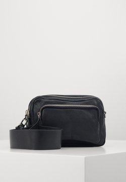 Topshop - CAMERA CROSSBODY BAG - Torba na ramię - black