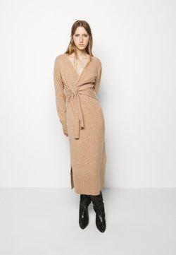 DESIGNERS REMIX - AVA WRAP DRESS - Vestido de punto - camel