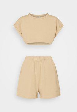 Noisy May Petite - NMMALOU CROPPED SET - T-Shirt basic - camel