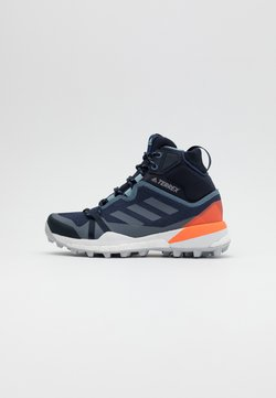 adidas Performance - TERREX SKYCHASER GORE-TEX BOOST SHOES - Outdoorschoenen - tech indigo/grey three/signal coral