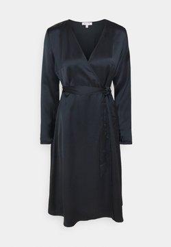 NU-IN - BELTED WRAP MIDI DRESS - Korte jurk - black