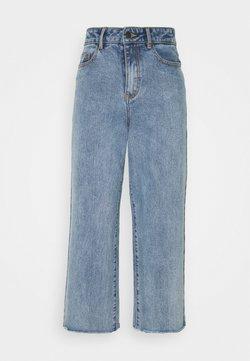 Object Petite - OBJSAVANNAH WIDE - Jeans Relaxed Fit - light blue denim