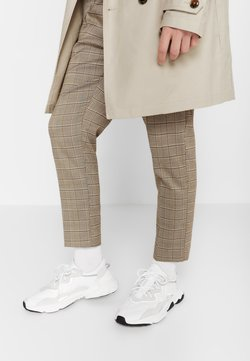 adidas Originals - OZWEEGO - Sneaker low - ftwwht/ftwwht/cblack