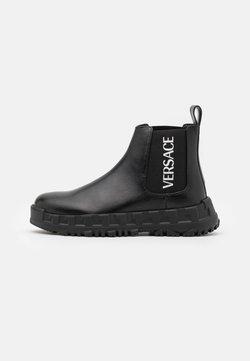 Versace - STIVALETTOC LOGATO - Stiefelette - black