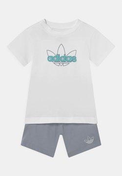 adidas Originals - SET UNISEX - Shorts - white/turquoise