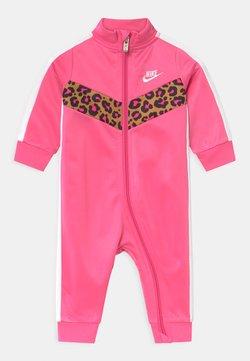 Nike Sportswear - CHEVRON - Mono - pinksicle