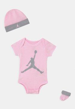 Jordan - JUMPMAN SET UNISEX - T-Shirt print - pink foam