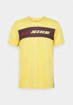 Nike Performance - DRY SUPERSET ENERGY - T-Shirt print - solar flare/citron pulse