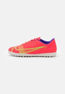 Nike Performance - MERCURIAL VAPOR 14 CLUB TF - Voetbalschoenen voor kunstgras - bright crimson/metallic silver