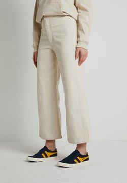 Levi's® - WELLTHREAD RIBCAGE CROP WIDE - Jeans a zampa - BREAKING WAVE ECRU HEMP B W