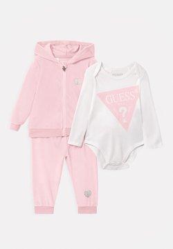 Guess - BABY SET UNISEX - Trainingsanzug - apricot