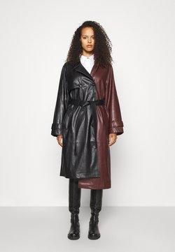 DESIGNERS REMIX - MARIE COAT - Trenchcoat - black/burgundy