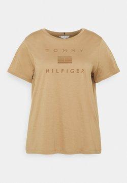 Tommy Hilfiger Curve - REGULAR FLOCK OPEN TEE - T-shirts med print - countryside khaki
