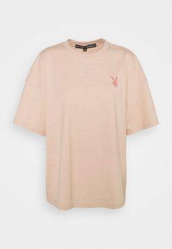 Missguided Petite - PLAYBOY LOGO DETAIL - Camiseta estampada - blush