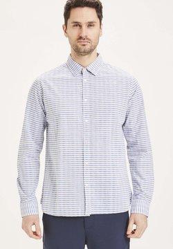 KnowledgeCotton Apparel - ELDER - Hemd - weiß hellblauen streifen