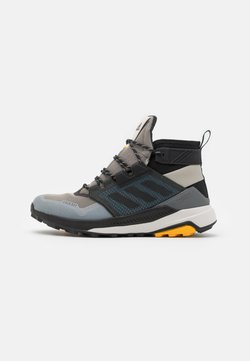 adidas Performance - adidas TERREX TRAILMAKER MID COLD.RDY WANDERSCHUHE - Outdoorschoenen - metallic grey/clear black/legend earth