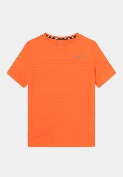 Nike Performance - MILER - T-Shirt basic - total orange