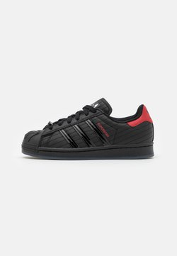 adidas Originals - SUPERSTAR DISNEY STAR WARS SHOES UNISEX - Sneakersy niskie - core black/scarlet