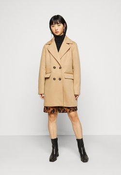 Fashion Union Petite - AIMEE - Abrigo corto - camel