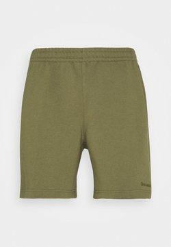 adidas Originals - BASICS UNISEX - Shorts - olive cargo