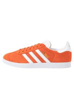 adidas Originals - GAZELLE - Sneaker low - glow amber/footwear white/glow blue