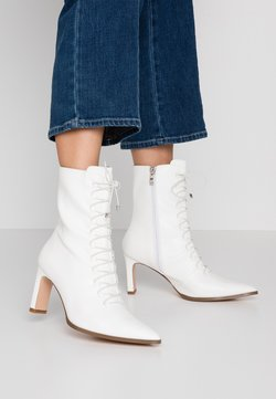 NA-KD - POINTY LACE UP BOOTIES - Veterboots - white